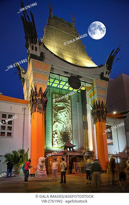 TCL CHINESE THEATER HOLLYWOOD WALK OF FAME HOLLYWOOD BOULEVARD LOS ANGELES CALIFORNIA USA