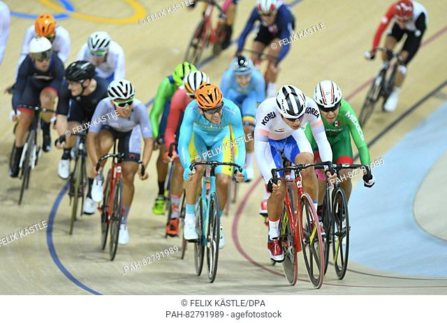 Chun Wing Leung (2nd R) of Hong Kong in action during the Men's Omnium Scratch Race 1\6 of the Rio 2016 Olympic Games Track Cycling events at Velodrome in Rio...
