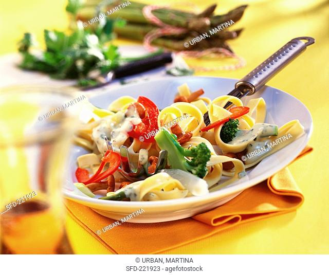 Tagliatelle with chanterelles, vegetables and cream sauce