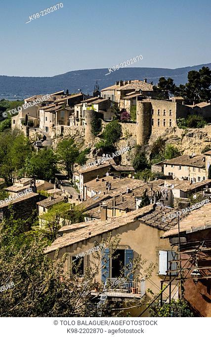 Walled citadel, Menerbes, Luberon mountains, Provence-Alpes-Côte d'Azur, France