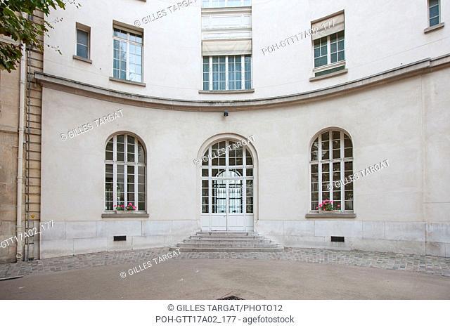 Paris, boulevard Saint Michel, lycee saint louis, court of honour, Photo Gilles Targat