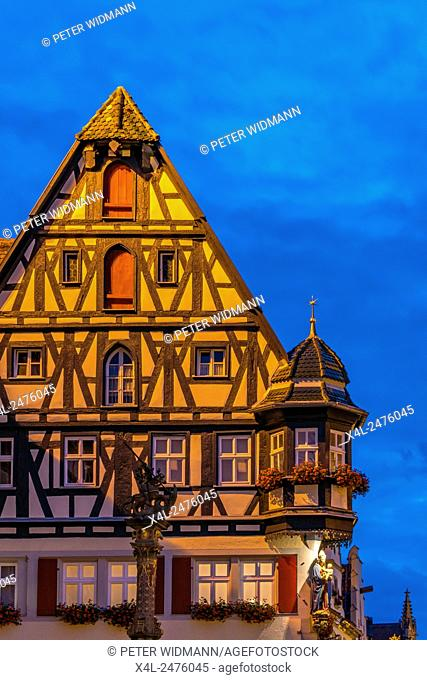 Market square, Fountain of St. George, Marien-Apotheke, Rothenburg ob der Tauber, Romantic Road, Bavaria, Germany, Europe