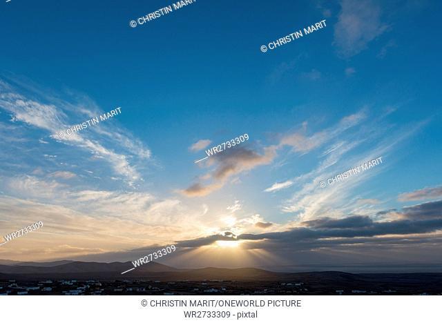 Spain, Canary Islands, Fuerteventura, Romantic sunset behind the clouds on the Spanish island of Fuerteventura