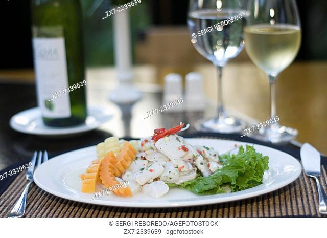 One of the most delicious dishes of the Sanctuary Lodge is the Pejerey Ceviche with corn and cooked shrimp, also cooked with lemon