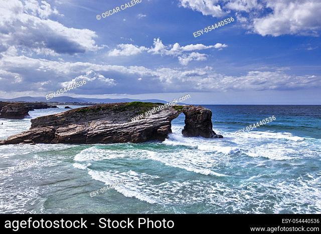 Playa de las Catedrales rock arch view