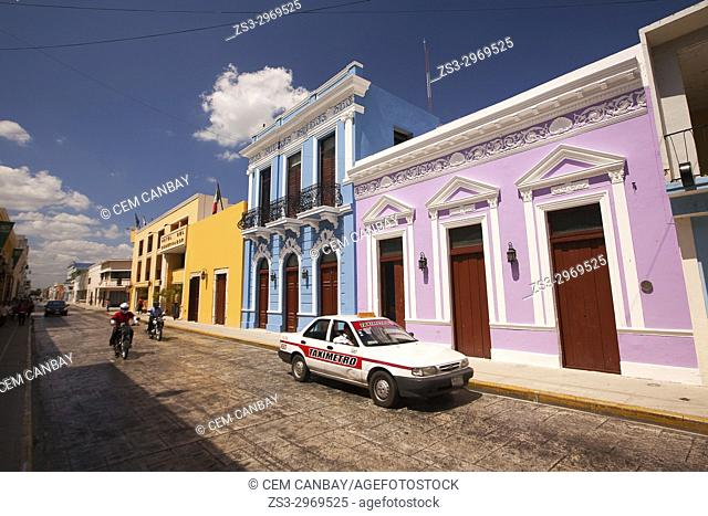 Street scene from the historic city center, Merida, Yucatan State, Mexico, Central America