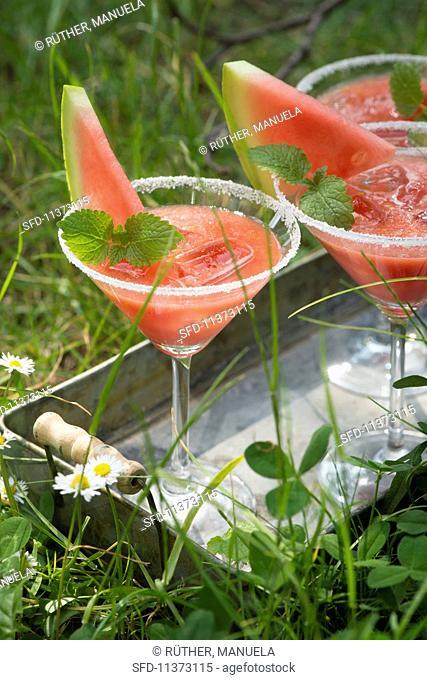 Melon cocktails with lemon balm