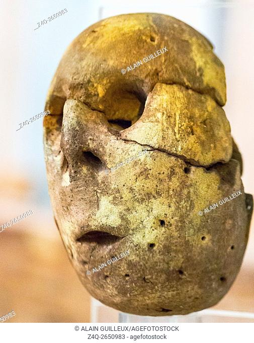 Egypt, Cairo, Egyptian Museum, a painted clay head of an idol. Predynastic, Maadi culture, found in Merimde Beni Salame