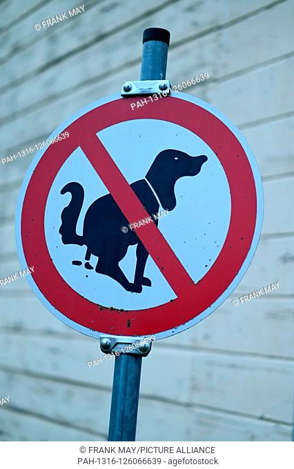 Sign no dog's droppings, Germany, city of Osterode, 28. October 2019. Photo: Frank May | usage worldwide. - Osterode am Harz/Niedersachsen/Germany