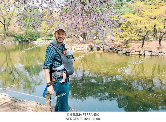 South Korea, Seoul, Father and baby girl visiting Changdeokgung Palace