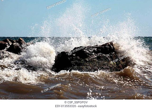 Wave crushing stone