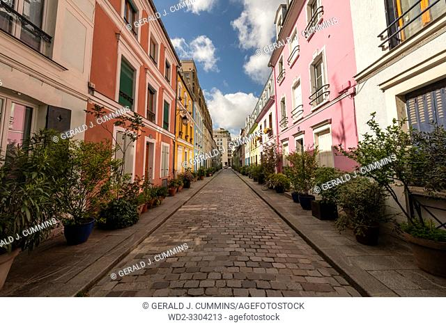 Rue Crémieux is hidden between Rue de Lyon and Rue de Bercy, and can be quickly missed. . Most of the houses are painted in a variety of pastel colours