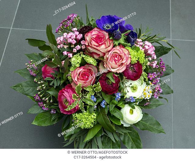Oberhausen, Sterkrade, nature, plants, flowers, bunch of flowers, birthday bouquet, roses, anemones, wind-flower, buttercups, ranunculus, viburnum, guelder rose