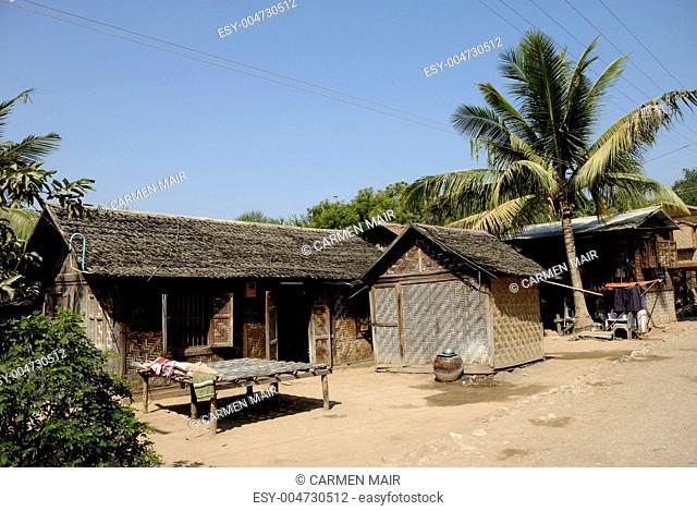 Dorf am Taungthaman See