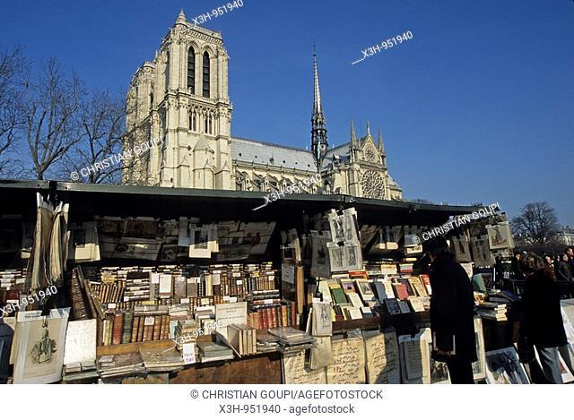bouquinistes du quai de Montebello,Cathedrale Notre-Dame,Paris,Ile de France,France