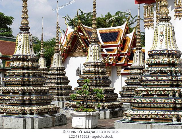Chedi Rai near Phra Rabieng cloister Wat Phra Chetuphon, old name Wat Po The temple is actually much older than the city of Bangkok itself It was founded in the...