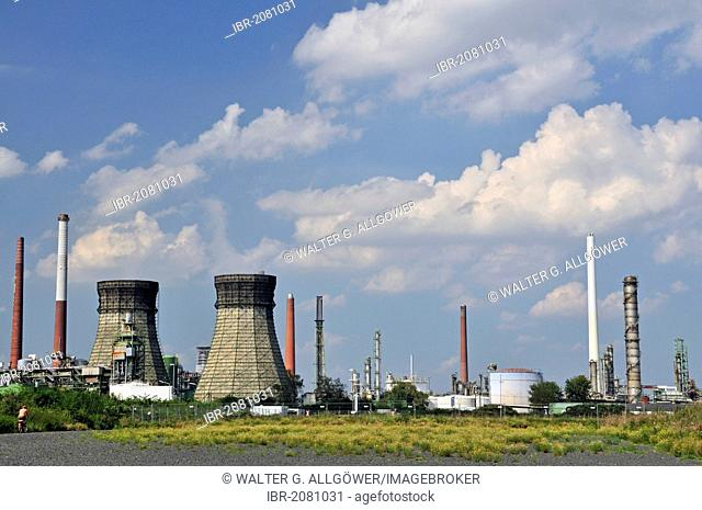 Vent stacks and burner, Rheinland Raffinerie-Werk Nord refinery, Shell Germany, oil refinery, Godorf near Wesseling, North Rhine-Westphalia, Germany, Europe