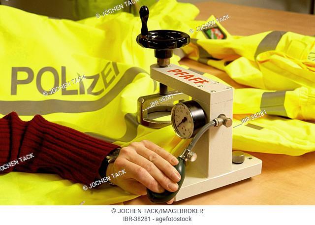 DEU, Germany, Duisburg: Clothing department, testing of new uniforms.ZPD-Zentrale Polizeistechnische Dienste - Central support unit of the police