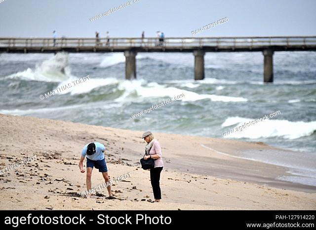 Two walkers in front of the pier in Swakopmund collect shells on the Atlantic beach, taken on 02.03.2019. Photo: Matthias Toedt / dpa-Zentralbild / ZB / Picture...