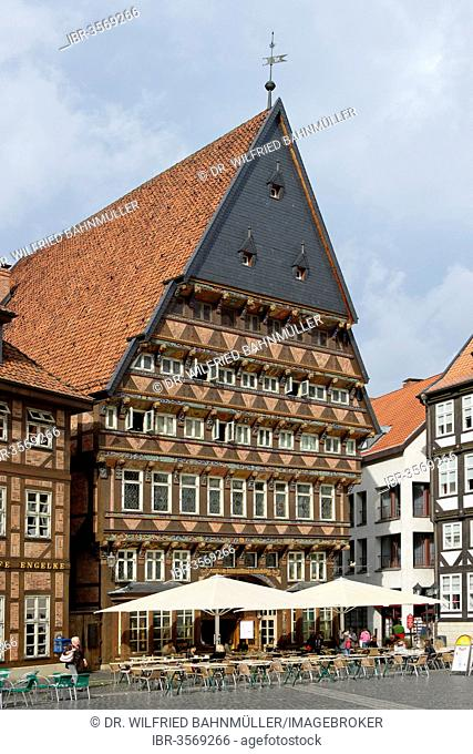 Knochenhaueramtshaus or Butchers' Guild Hall, market square with half-timbered houses, Hildesheim, Lower Saxony, Germany