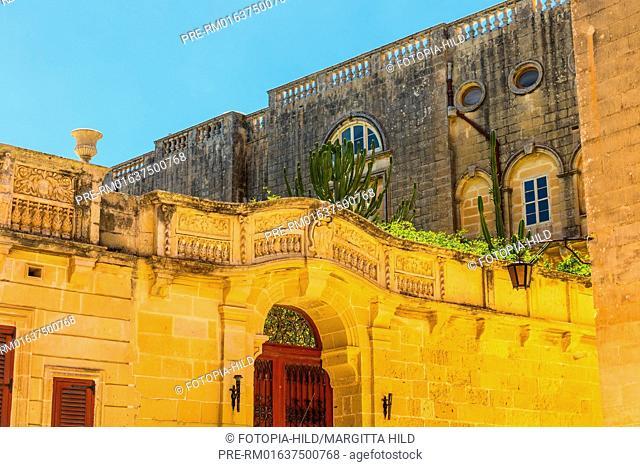 Pjazza tal-Arcisqof in Mdina, Malta / Pjazza tal-Arcisqof in Mdina, Malta