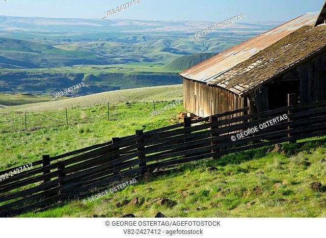Ranch barn, Columbia Hills State Park, Columbia River Gorge National Scenic Area, Washington