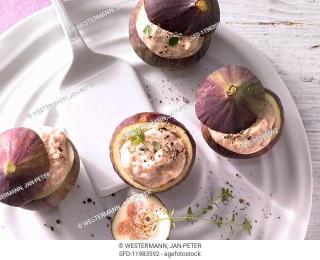 Stuffed figs with hazelnut quark