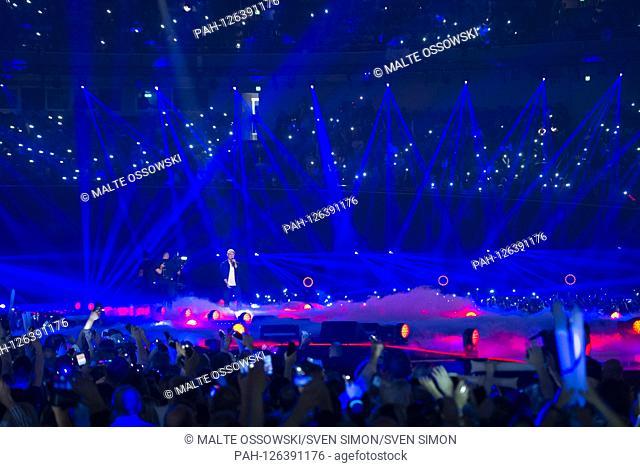 Oli P., Oliver PTSZOKAT, musician, singer, presenter, singing, singing, concert, performance, show, SCHLAGERBOOOM 2019, Aì ALLES SPARKLING! ALL GLITZERT