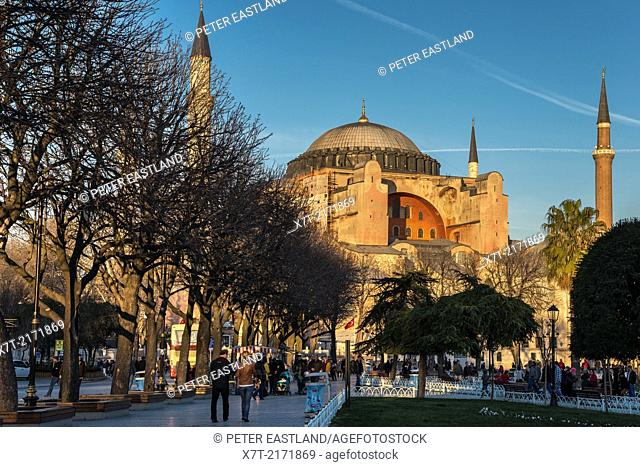 Late afternoon light floods the domes and minarets of Aya Sofya, Sultanahmet, Istanbul, Turkey
