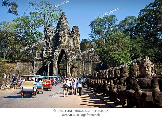 Cambodia-No  2009 Siem Reap City Angkor Temples Angkor Thom Temple South Gate Stone Guardians