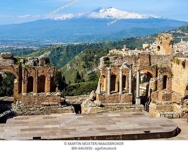 Amphitheatre ruins, Teatro Antico di Taormina, Taormina, Sicily, Italy