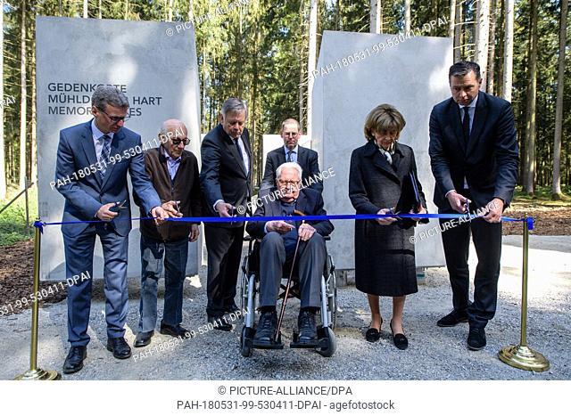27 April 2018, Germany, Waldkraiburg: Bernd Sibler (CSU, l-r), Bavaria education minister; Andor Stern, concentration camp survivor; Karl Freller