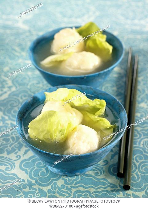 sopa de bolas de pescado
