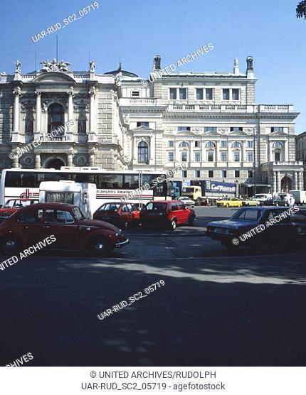 Blick zum Burgtheater in Wien, Österreich 1980er Jahre. Vview to Burgtheater theatre at Vienna, Austria 1980s