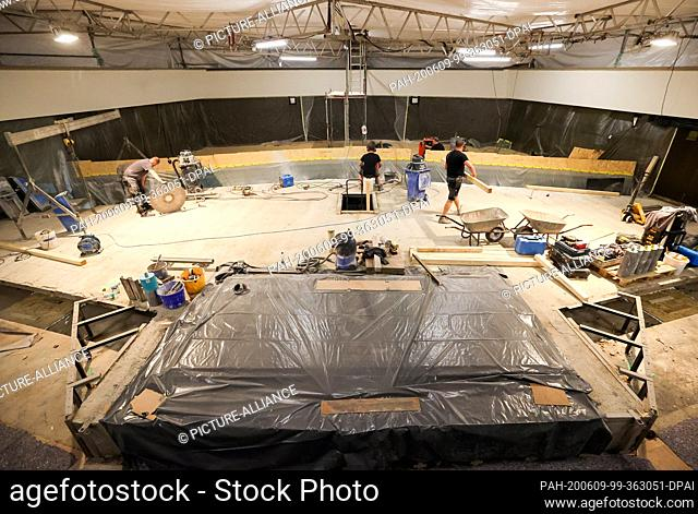 09 June 2020, Saxony, Leipzig: Employees of a specialist company sawed openings in the concrete ceiling under the stage in the Great Hall of the Leipzig...