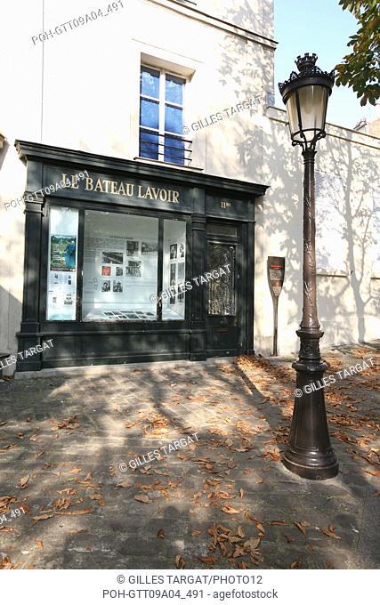 tourism, France, paris 18th arrondissement, butte montmartre, place emile goudeau, square, le bateau lavoir, artists, streetlamp Photo Gilles Targat