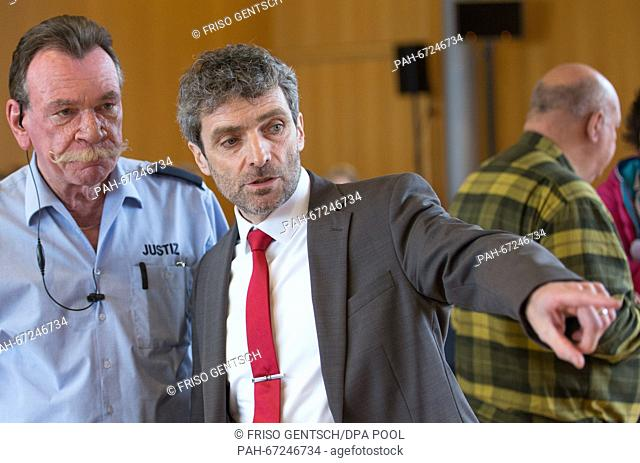 LKA agent Stefan Willms at to the court chambers in Detmold, Germany, 6 April 2016. His lawyer Johannes Salmen (r) can be seen standing next to him