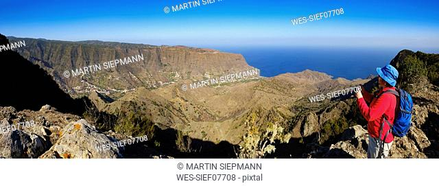 Spain, Canary Islands, La Gomera, Hermigua, View from Enchereda, female hiker