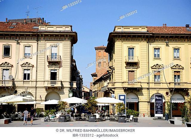 Piazza Savona, Alba, Provincia Cuneo, Piemont, Piedmont, Italy, Europe