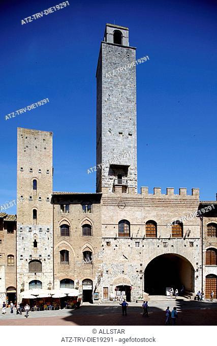 TOWN SQUARE & TOWERS; SAN GIMIGNANO, TUSCANY, ITALY; 10/05/2012