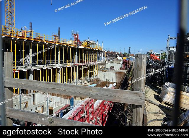 31 July 2020, Berlin: Construction work on the site of the former central livestock and slaughterhouse in Prenzlauer Berg