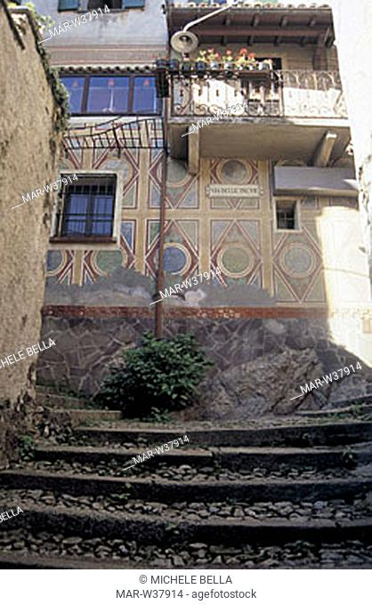 europe, italy, lombradia, castello, typical house
