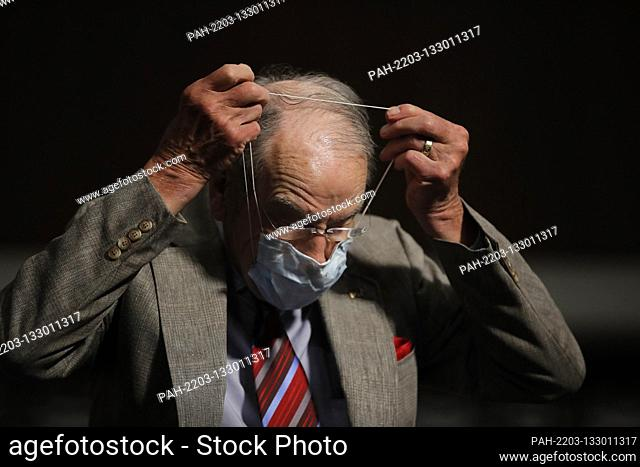 United States Senator Chuck Grassley (Republican of Iowa), puts on a face mask during a US Senate Judiciary Committee business meeting to consider authorization...
