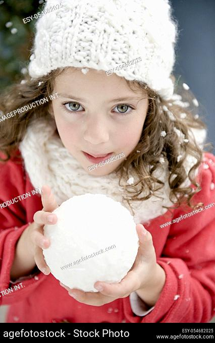 Pretty girl (4-5) with snowball