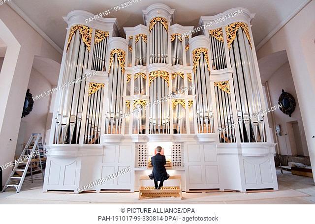 17 October 2019, Lower Saxony, Hanover: Emmanuel Le Divellec, Professor of Church Music at the Hochschule für Musik, Theater und Medien Hannover (HMTMH)