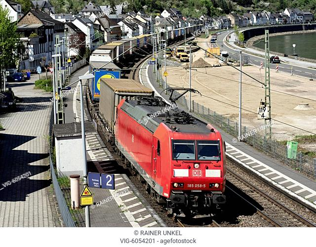DEU , GERMANY : A cargo train of Deutsche Bahn AG is passing through Boppard-Hirzenach , 18.04.2018 - Boppard, Rhineland-Palatinate, Germany, 18/04/2018