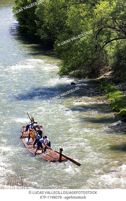 Rai or almadia raft La Pobla de Segur  Diada dels Raiers ferrymen feast day  Noguera Pallaresa river  Pyrénées  Lleida province  Catalonia  Spain