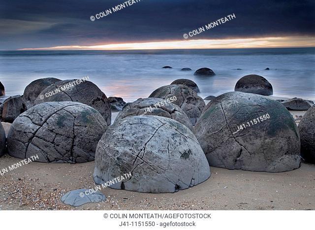 Moeraki boulders, septarian concretions, Moeraki, North Otago Coast, New Zealand