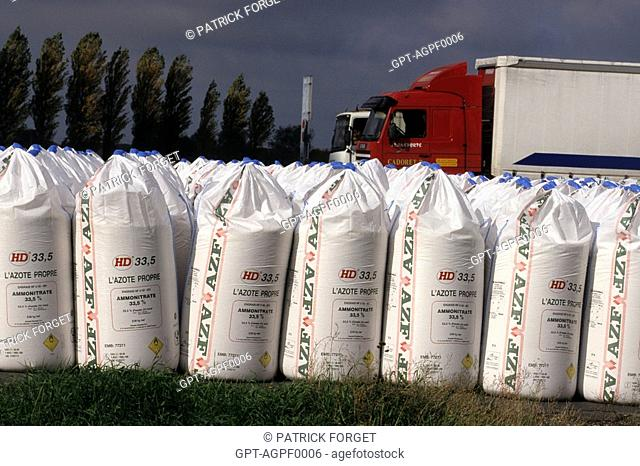 BAGS OF FERTILIZER BEHIND THE AZF COMPANY, GRANDE PAROISSE FERTILIZER PRODUCING FACTORY, GRANDPUITS 77, FRANCE