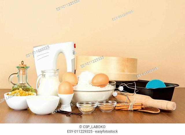 Mixer, baking dish and set of products